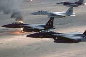 La macchina militare distrugge il pianeta